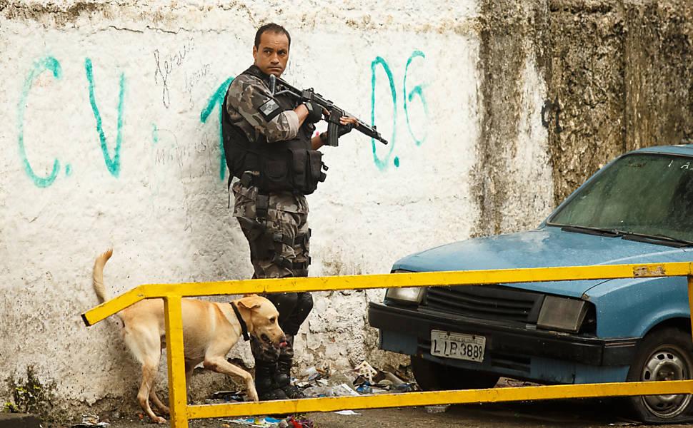 Policia faz incursão no Complexo da Maré