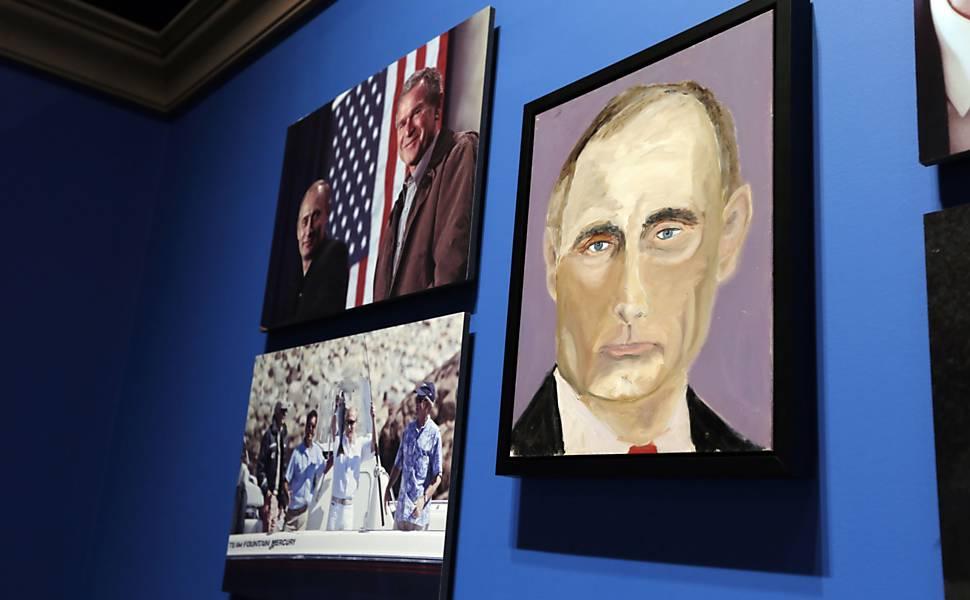 George W. Bush mostra seu lado pintor, em 2014