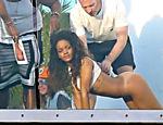 Rihanna posa semi nua para uma sessão de fotos em Hollywood Hills, na Califórnia
