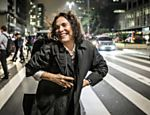 Regina Duarte posa para foto em São Paulo