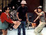 Da esq. para à dir., os atores María Antonieta de las Nieves, Ramón Valdés e Roberto Bolaños, em cena de 'Chaves'