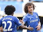 Willian e David Luiz, do Chelsea, reagem após o time empatar com o Norwich em partida do Campeonato Inglês realizada em Londres