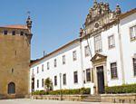Fachada do Seminário de São Tiago e a capela Nossa Senhora da Torre, em Braga; lugar é outro ponto de adoração dos católicos na cidade