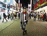 Didi Wagner posa em Tóquio, no Japão, onde gravou o 'Lugar Incomum'