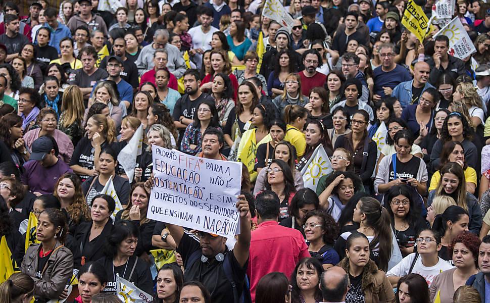 Professores protestam em SP