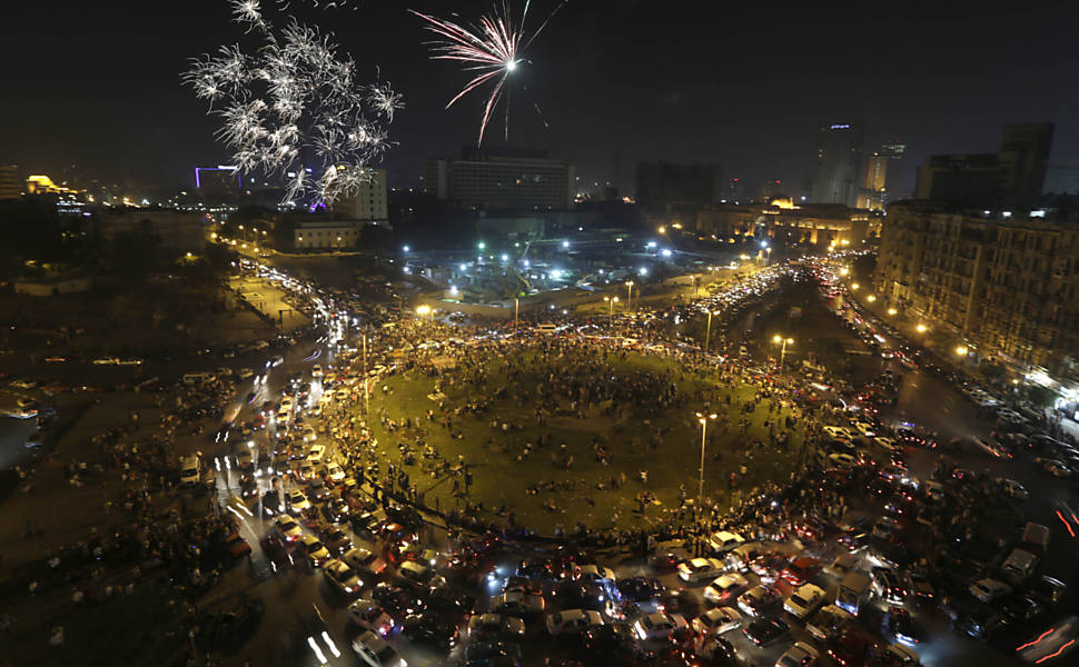 Em 2014, egípcios comemoram a vitória do general Sisi