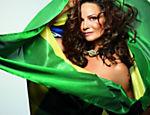 Luiza Brunet faz ensaio para 'GQ' em clima de Copa do Mundo