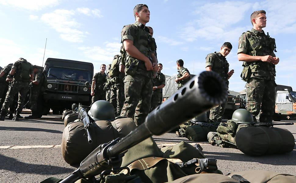 Treinamento do exército para a Copa em Brasília