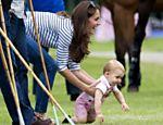 Em jogo de Polo, bebê real, Príncipe George dá os primeiros passos