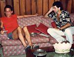 Chico Buarque dá entrevista ao escritor Paulo César de Araújo (à dir.), em 1992