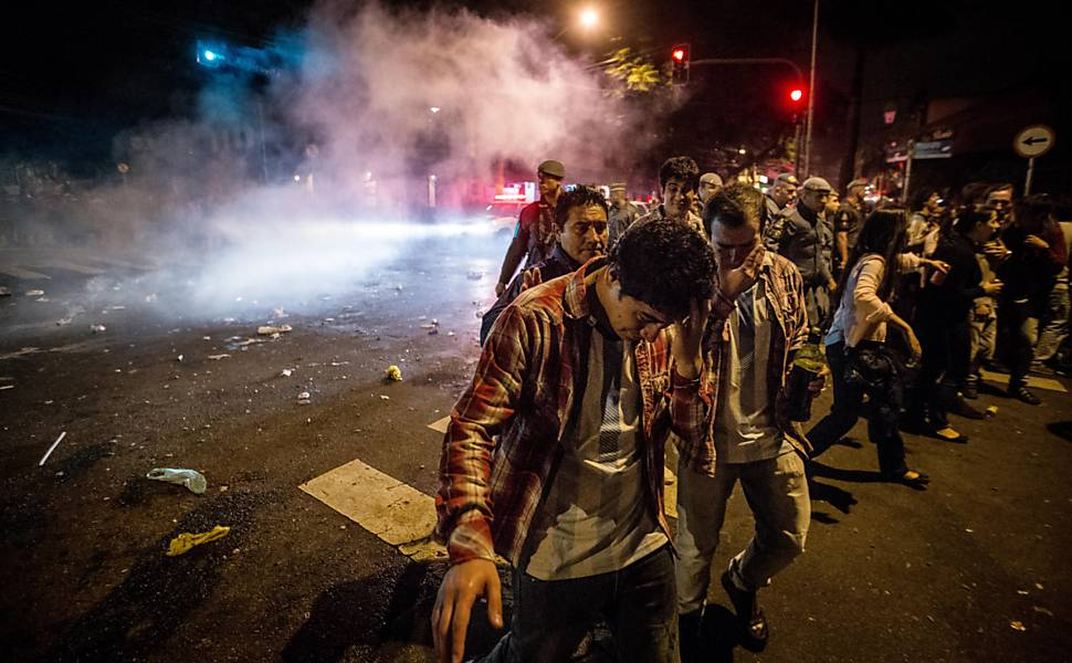 Polícia dispersa torcedores na Vila Madalena