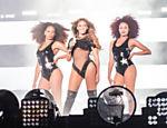 Beyoncé vestindo a alta costura da Givenchy com figurinos personalizados de Riccardo Tisci para a Turnê On The Run: Beyoncé e Jay Z
