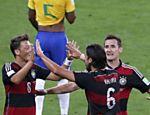 Aos 29 min do primeiro tempo, Khedira recebe belo passe de Ozil já dentro da área e faz o quinto gol alemão no Mineirão