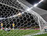 Aos 24 min do segundo tempo, Lahn cruza rasteiro e Schürrle faz o sexto gol da Alemanha