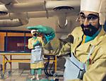 Os cientistas Tíbio e Perônio realizam experimentos malucos dentro do laboratório do castelo