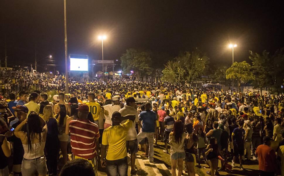 Festa durante a Copa em Perus