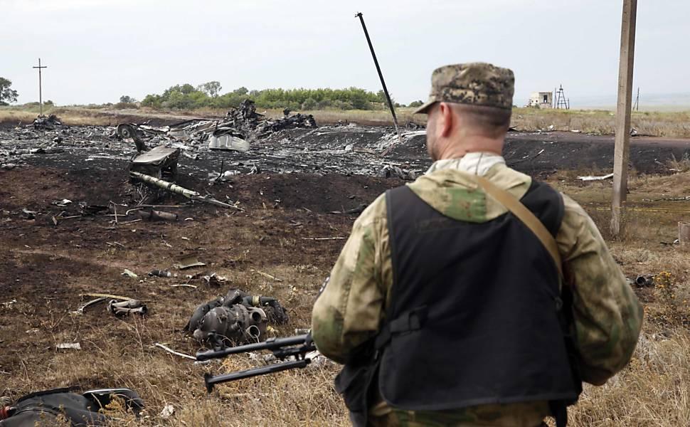 Avião de passageiros cai no leste da Ucrânia