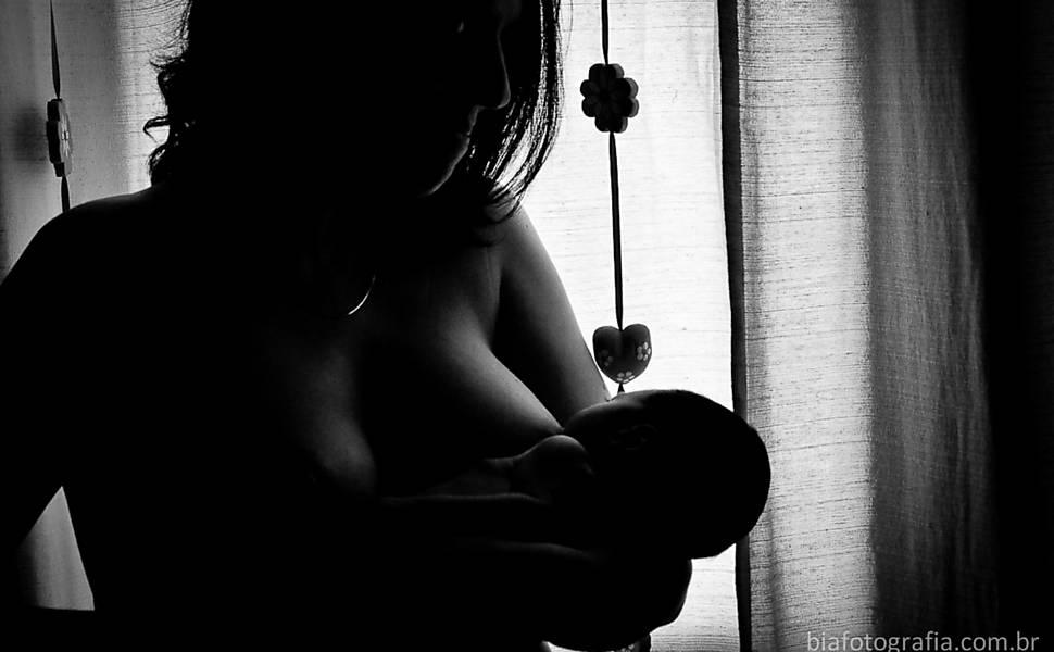 Bebês que mamam no peito