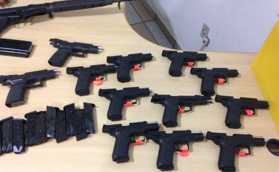 Polícia apreende armas na Dutra