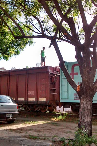 'Surfe ferroviário' em Fortaleza