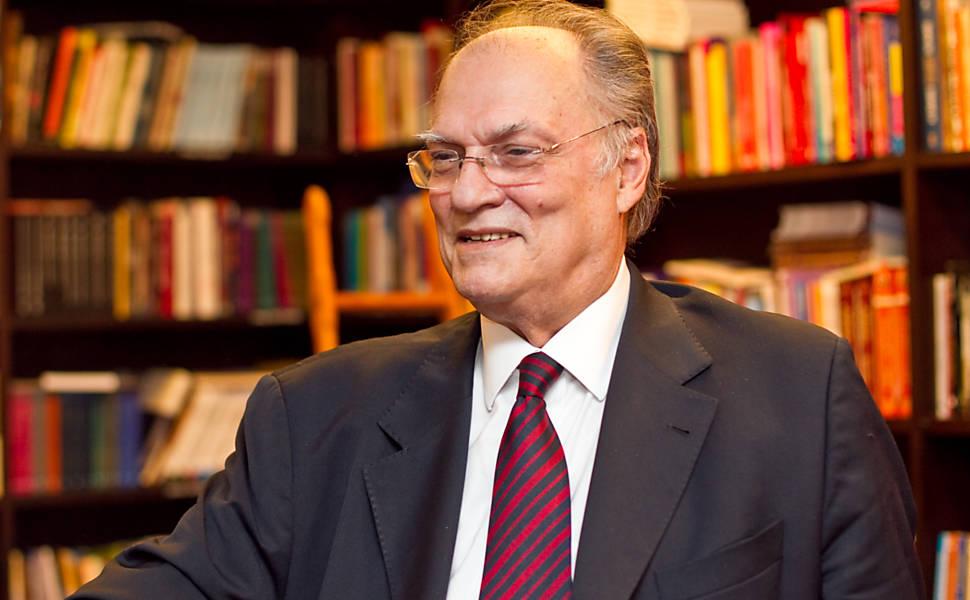 Roberto Freire lança livro em SP