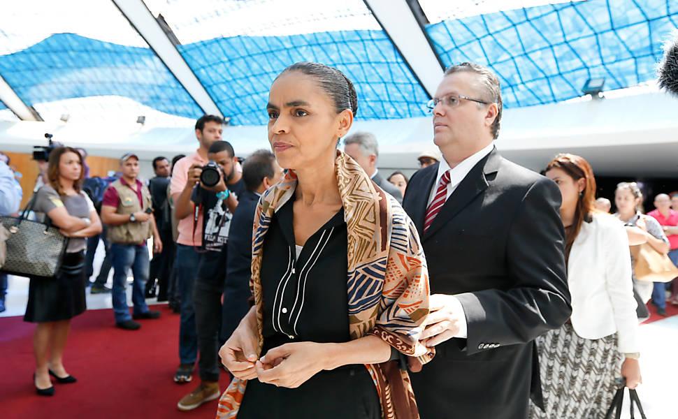 Marina Silva vai a missa de Campos