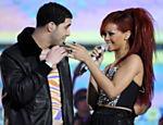 O cantor Drake e Rihanna durante show em Los Angeles (Estados Unidos)
