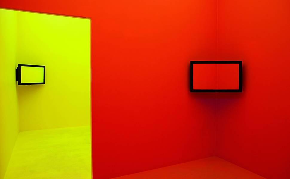 Cildo Meireles cria 'experiência cromática'