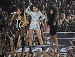 Ariana Grande, Jessie J e Nicki Minaj em performance durante o MTV Video Music Awards, do ano de 2014
