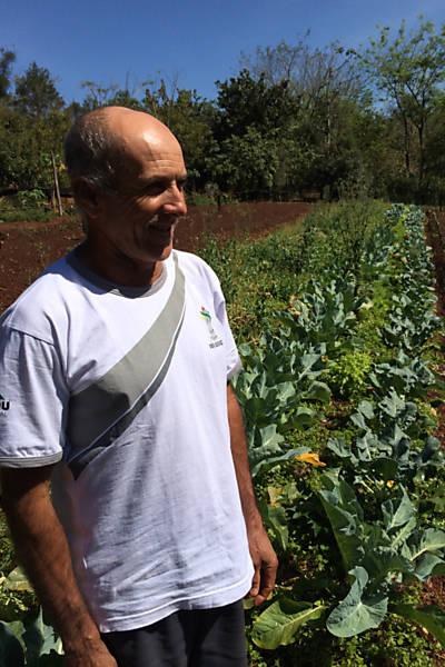 O ex-semeador de veneno que planta saúde