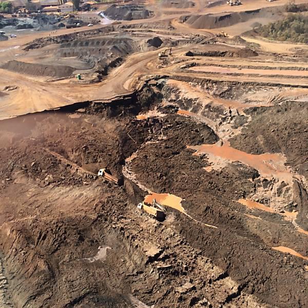 Soterramento em mina de Itabirito (MG)