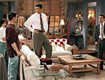 Cena da segunda temporada da sitcom, exibida no Brasil pela Warner