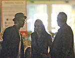 A família foi fotografada antes de Angelina Jolie  receber o título de Dama Honorária da rainha Elizabeth 2ª
