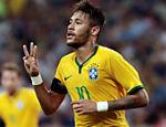 Neymar comemora um de seus quatro gols pela seleção em amistoso contra o Japão