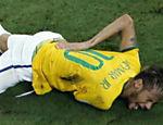 Neymar grita de dor após entrada do colombiano Zuñiga em partida pelas quartas de final da Copa