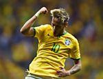 Neymar comemora gol marcado sobre Camarões pela fase de grupos da Copa