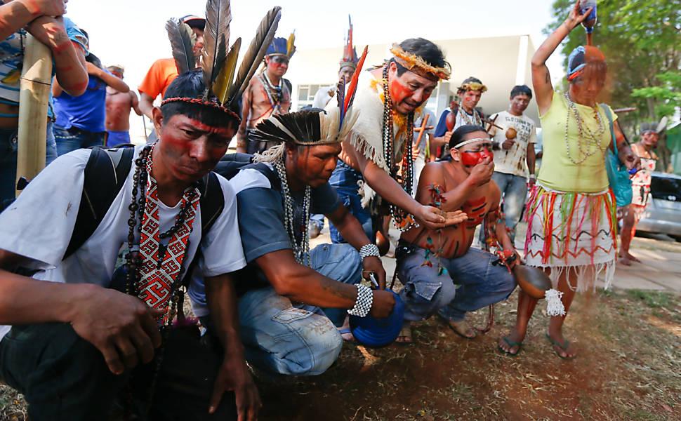 Índios protestam em frente ao STF
