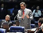 O senador Aécio Neves em um pronunciamento no Senado, em Brasília