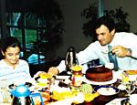 Aécio e a filha tomam café da manhã