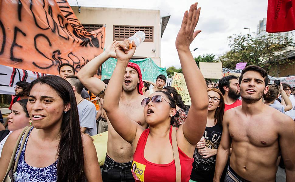 Manifestantes protestam contra crise de água