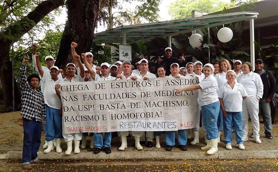 Funcionários da USP fazem fotos em apoio as vítimas de estupro