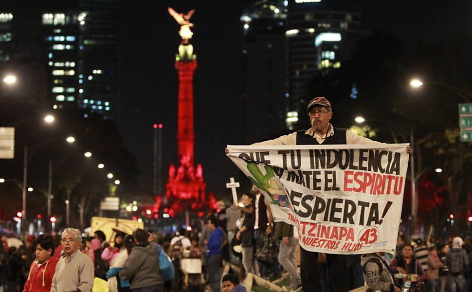 Protesto contra desaparecimento de estudantes no México