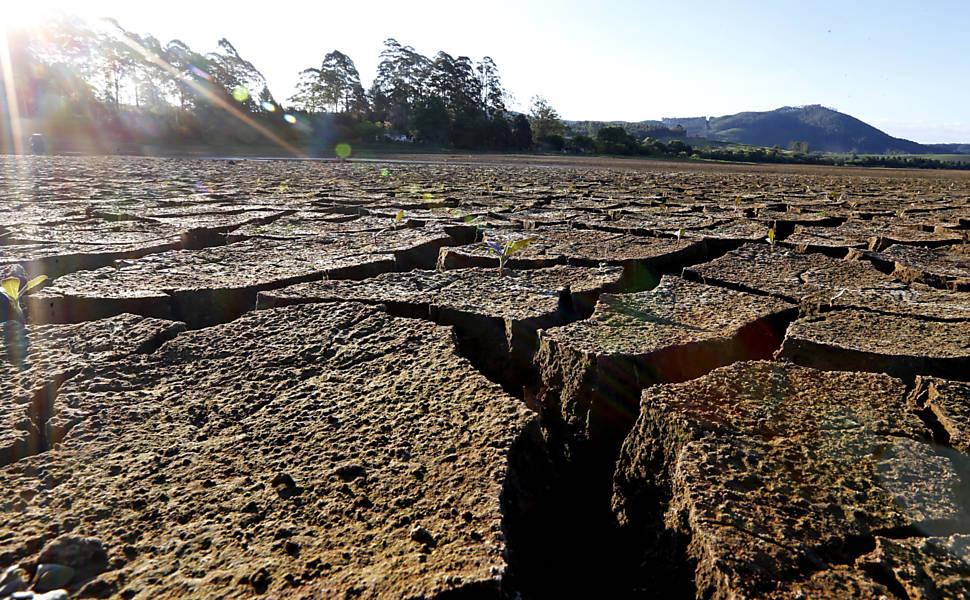 Seca afeta represa em Poços de Caldas
