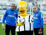Homer visita CT do Corinthians para promover episodio dos 'Simpsons' que fala da Copa 2014