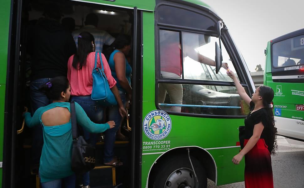 Ônibus lotados ainda são problema em São Paulo
