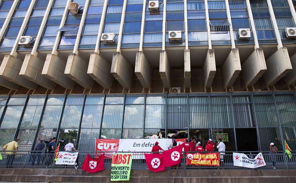 Manifestantes ocupam sede do Incra em Brasília