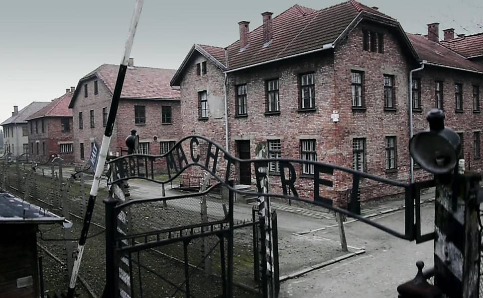 Drone da BBC percorre campo de concentração nazista