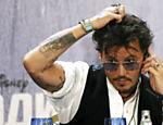 Johnny Depp atende a imprensa no lançamento de