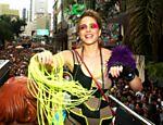 A atriz Leandra Leal durante desfile do bloco de rua Acadêmicos do Baixo Augusta