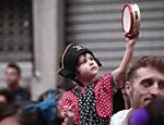 Foliões aproveitam o Espetacular Charanga do França,  em Santa Cecília, região central da capital paulista